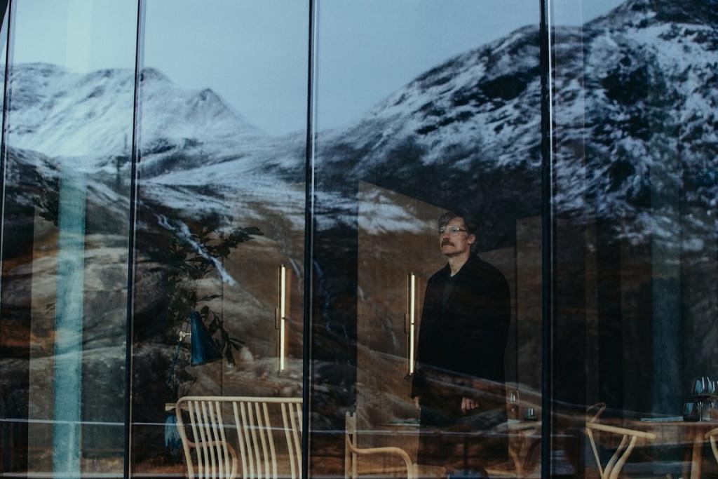 """Nikolaj Coster Waldau in """"Suicide Tourist"""""""